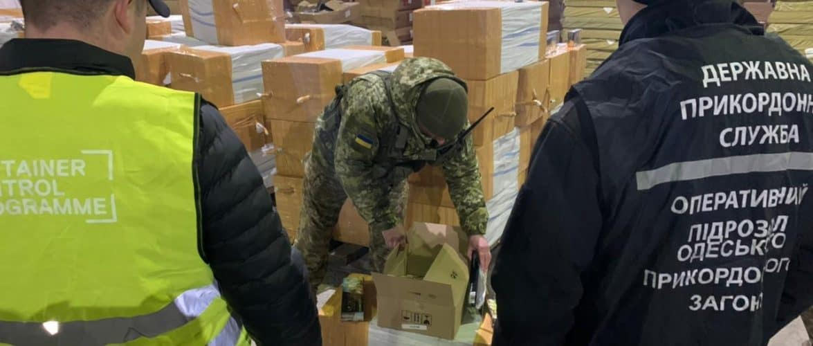 В Чорноморську прикордонники блокували контрабанду близько 7,5 тонни тютюну із Туреччини