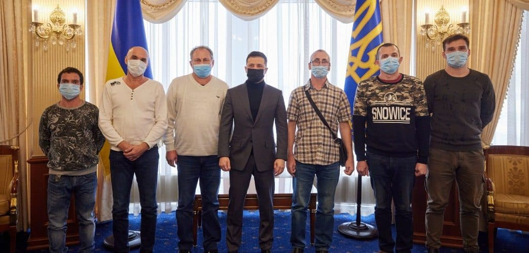 Президент України зустрівся з членами екіпажу судна Stevia, яких захопили пірати у Гвінейській затоці