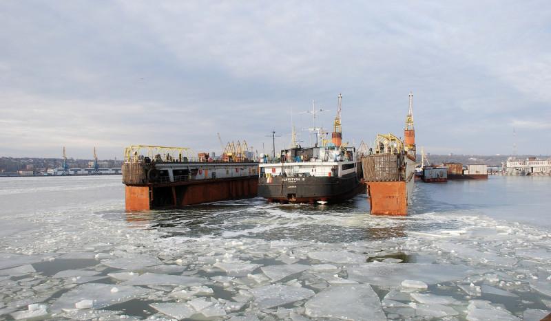 Капітан порту Маріуполь заборонив швартування суден до причалів в акваторії ТОВ «СРЗ»