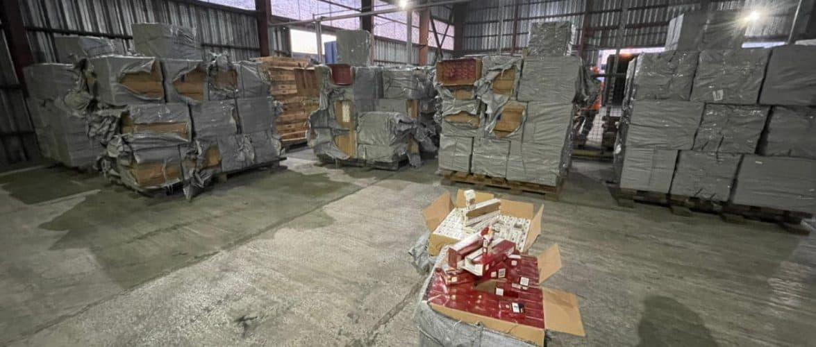 Митниця та СБУ затримали контейнер з контрабандними цигарками з ОАЕ у Чорноморському рибному порту