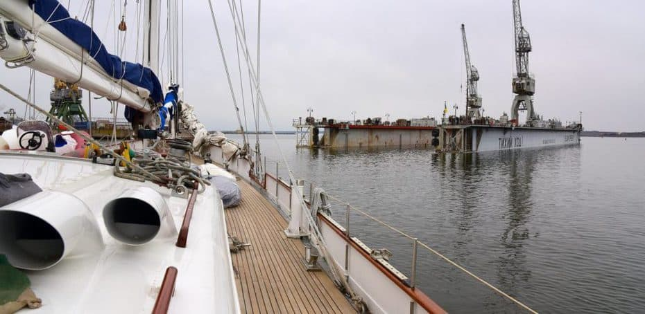 "Експедиційна яхта Atalante стала у док заводу ""Океан"""