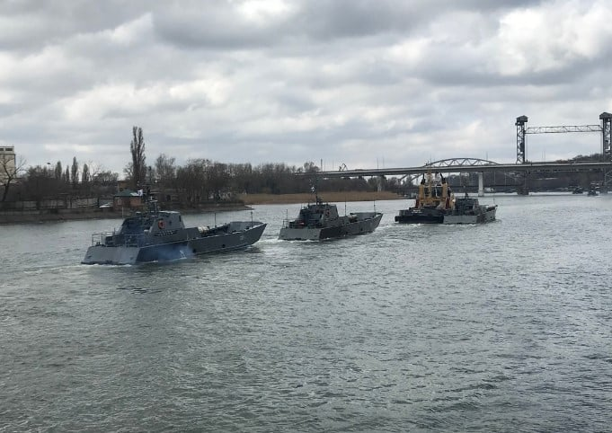 (ФОТО) Каспійська флотилія продовжує перехід в Чорне море після зупинки на рейді в Ростові-на-Дону