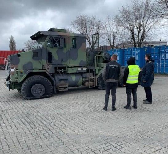 Одеська митниця вилучила військовий тягач для танка Abrams за 1,2 млн.грн.