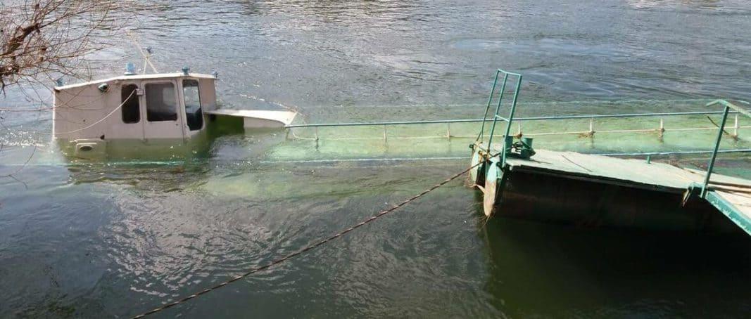 """Аварійний теплоход """"Подол"""" затонув на """"Міській пристані"""" Могилів-Подільського"""