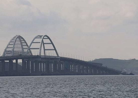 Загін кораблів Каспійської флотилії РФ пройшов під Кримським мостом