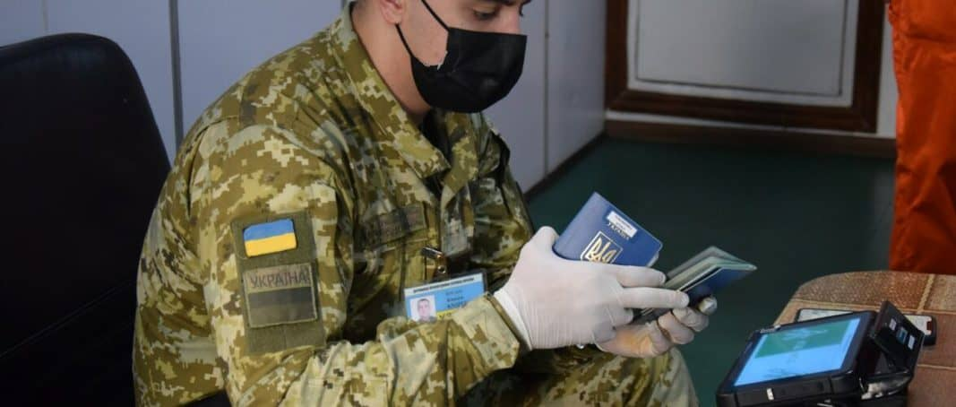 Трьом морякам з Росії за незаконне відвідування Криму заборонили в'їзд в Україну