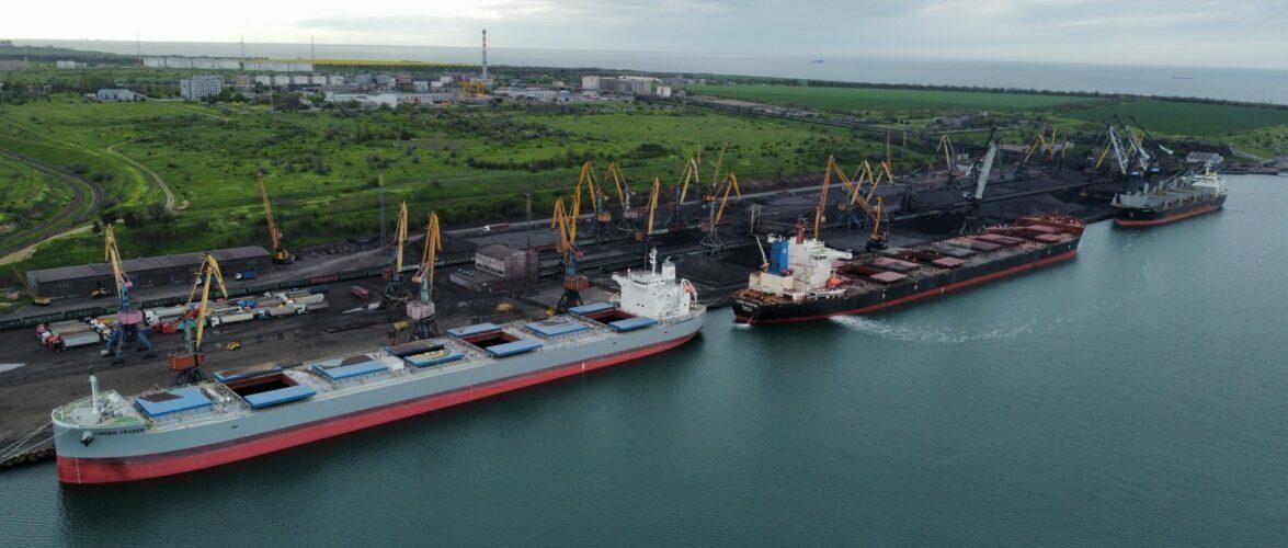 За чотири місяці 2021 року морські порти України обробили 44,1 млн т.