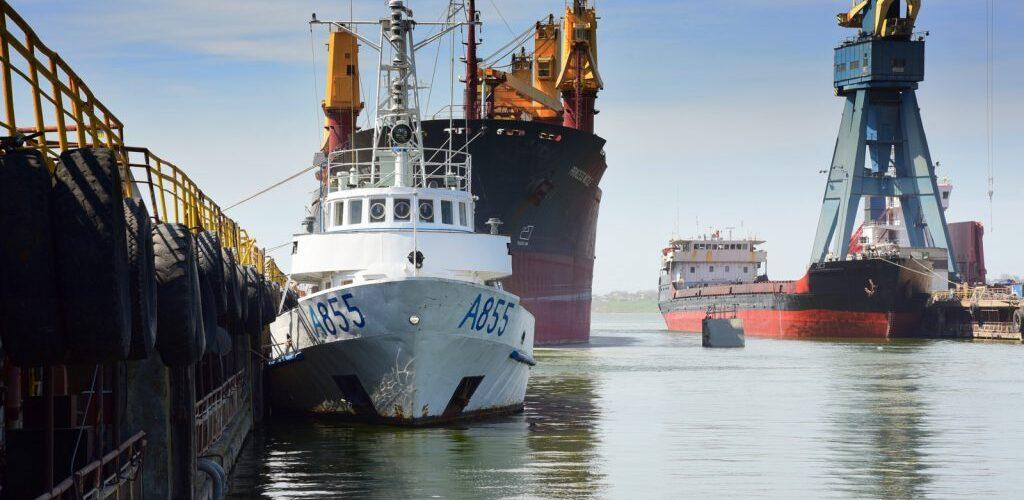 """Навчальний катер «Південний» прийшов для ремонту на Суднобудівний завод """"Океан"""""""