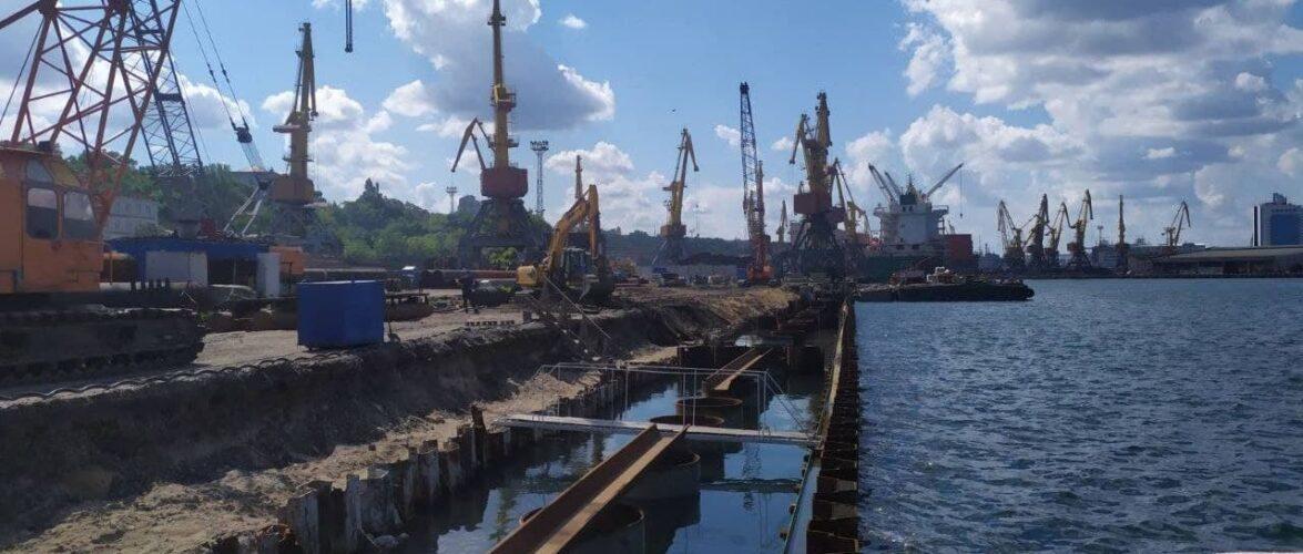 В Одеському морському порту завершили облаштування шпунтової стінки причалу №7 Карантинної гавані
