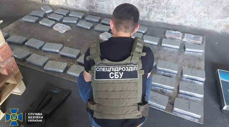 """Через порт """"Південний"""" СБУ зупинила контрабанду кокаїну на 10 млн. доларів США"""