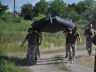 """Американські морські піхотинці провели курс експлуатації та застосування катерів """"Wing"""" для українських морпіхів"""