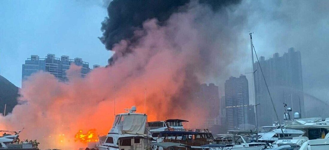 (ВІДЕО) Пожежа на стоянці для яхт в Гонконгу пошкодила більше 30 суден