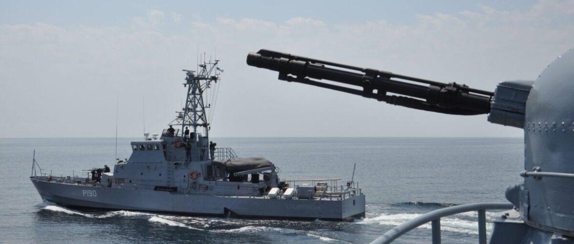 (ВІДЕО) Екіпажі ВМС відпрацювали відбиття нападу під час переходу до Грузії