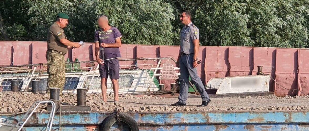 Румунський буксир та дві баржи заблукали в гирлах Дунаю