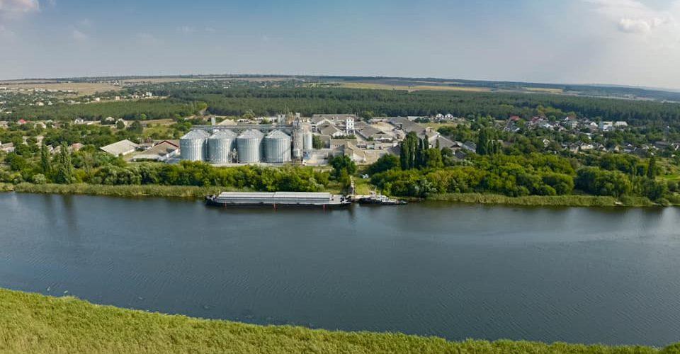 ТОВ «Грейн-Трансшипмент» розпочало перевезення зернових вантажів річкою Південний Буг